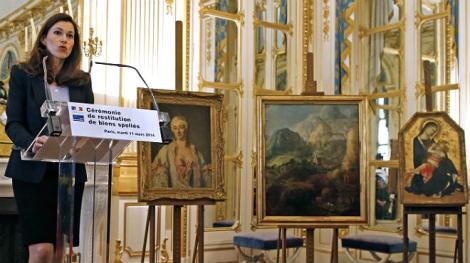 Francia devuelve a sus propietarios tres obras de arte expoliadas por los nazis. AP/ Jacky Naegelen (El Periódico)