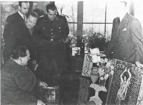 Hermann Göring en el museo Jeu de Paume. Paris, 2 de Diciembre 1941 (Monuments Men Foundation)