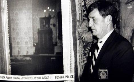 Un guardia a la entrada de la Sala Holandesa del Gardner, 21 de marzo de 1990. Foto: AP | eluniversal.com.mx)